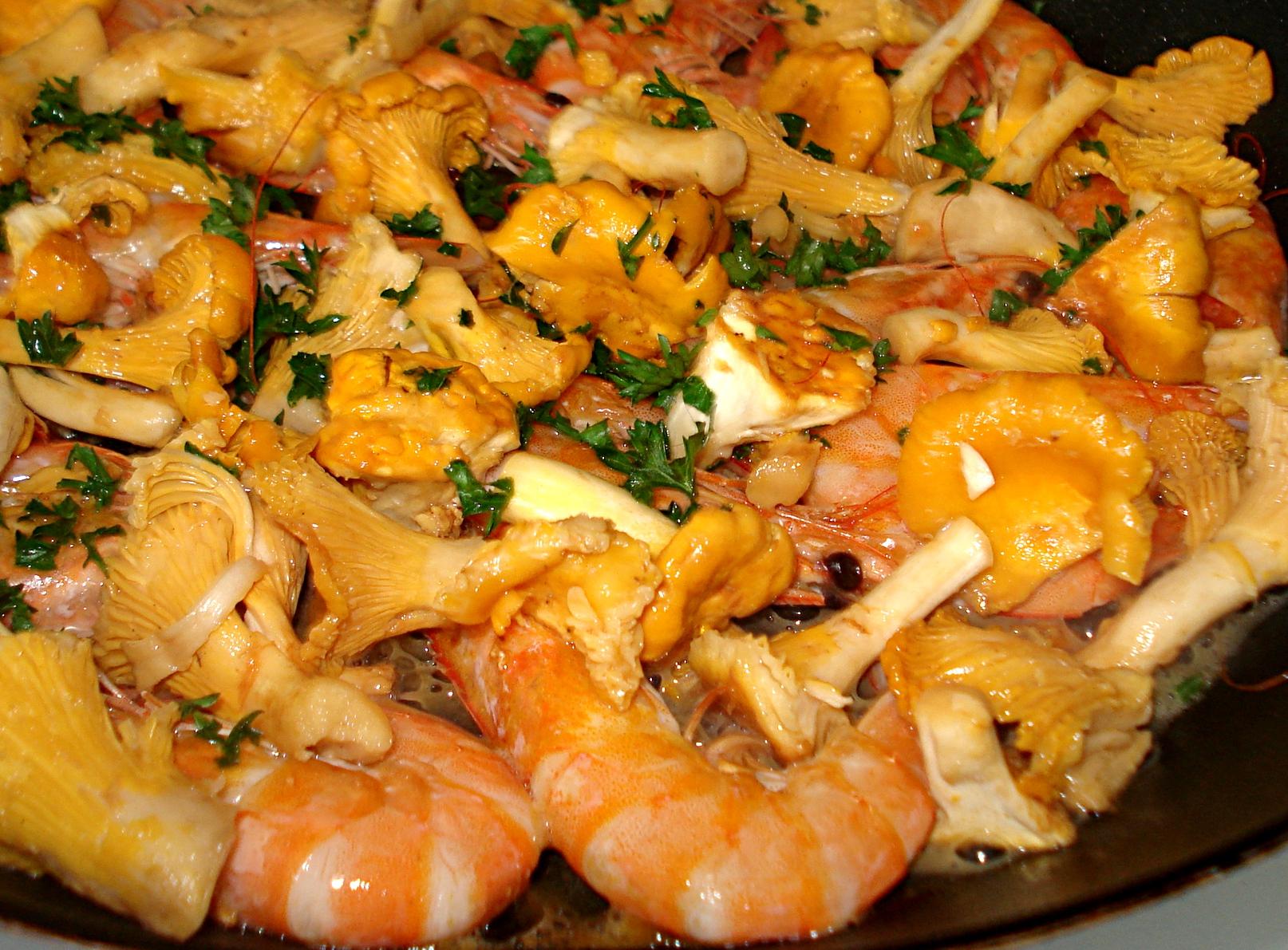 Recette girolles des vitamines dans la casserole - Comment cuisiner les trompettes de la mort champignons ...